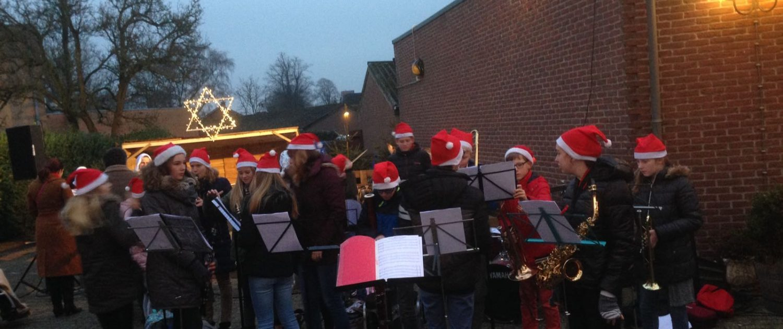 HKO Hellendoornse Harmonie speelt op kerstmarkt 2016 3